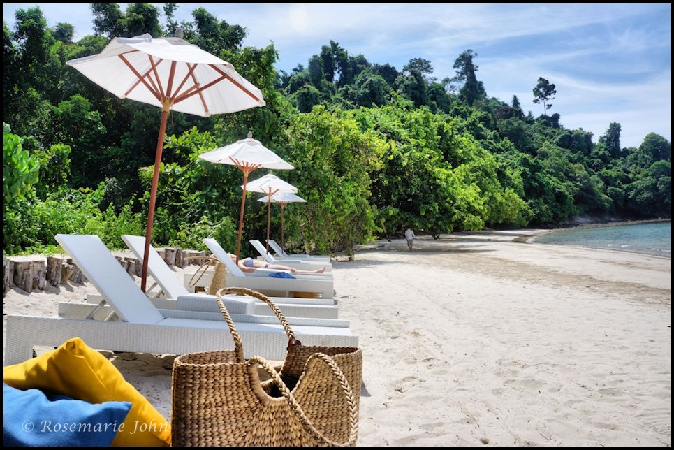 Tavajun Bay is a private beach owned by Gaya Island Resort. Its a mere 5 minute speed boat ride from the resort jetty.